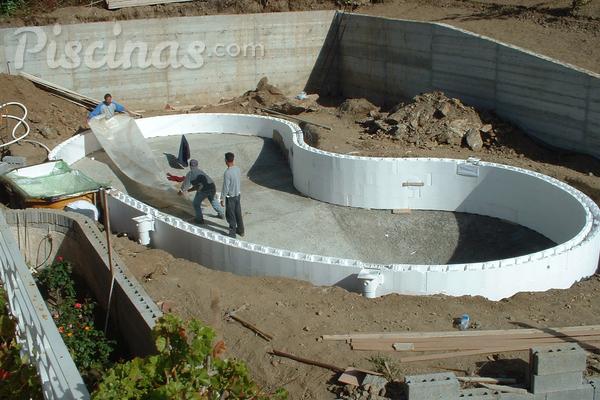 Los beneficios de las piscinas realizadas con eps for Como construir una pileta de ladrillos