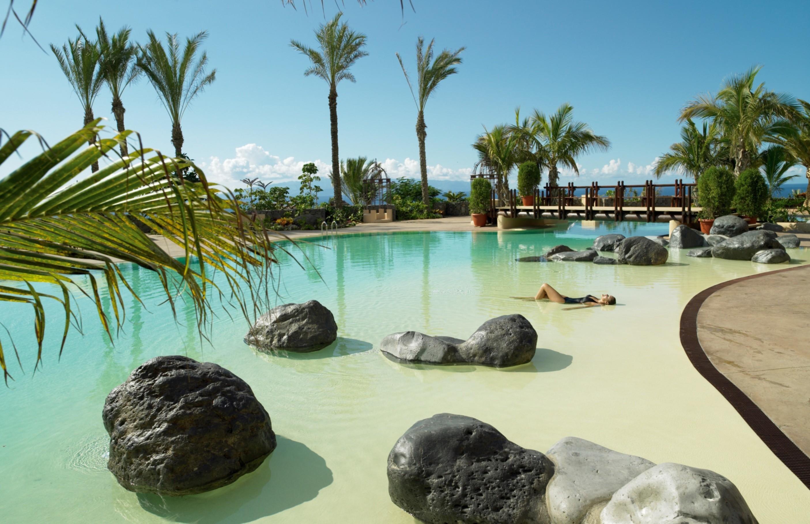 Las 10 mejores piscinas de hotel espa olas for Casa con piscina tenerife