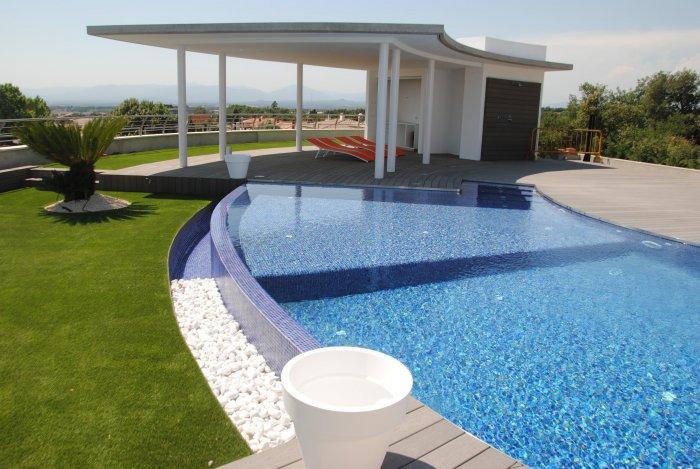 Tenemos las piscinas m s espectaculares for Detalle constructivo piscina desbordante