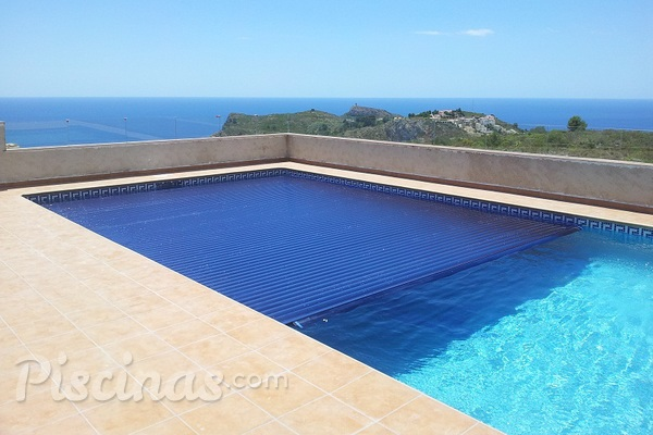 L minas solares de policarbonato para calentar la piscina for Calentar agua piscina