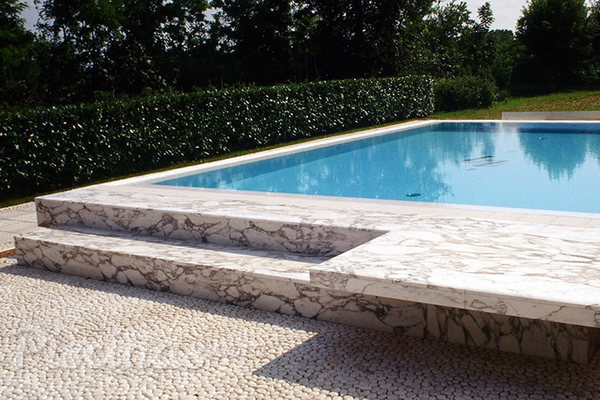 La elegancia del m rmol en las piscinas for Piscinas desmontables en ofertas y muy economicas