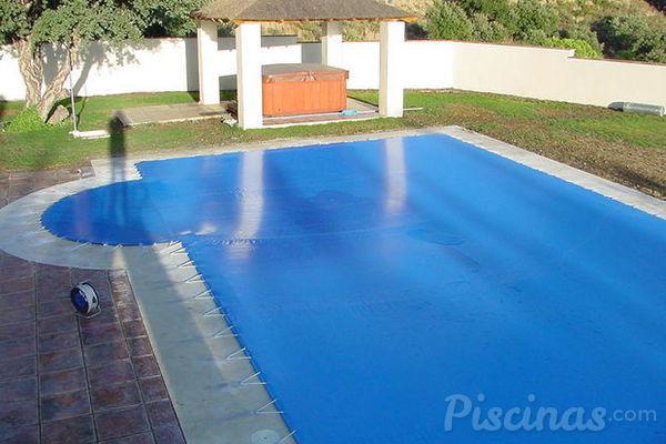 La decisi n de cubrir la piscina for Articulos para piscinas