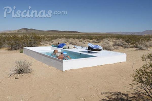 La piscina una obra de arte en el desierto for Piscinas pequenas de obra