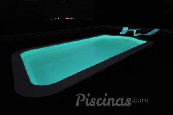 Piscinas fosforescentes para baños nocturnos