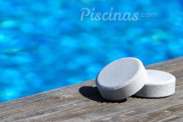 Cu nto esperar para usar una piscina despu s de ponerle for Productos de limpieza de piscinas