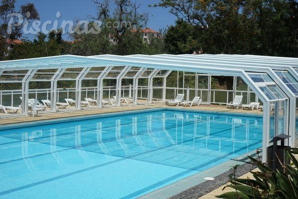 C mo limpiar las cubiertas de las piscinas for Como limpiar fondo piscina