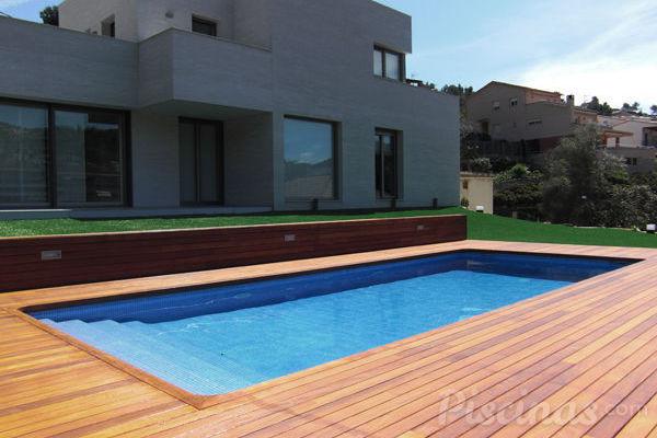 Iniciada la temporada de piscinas 2012 en barcelona for Piscinas gratis barcelona