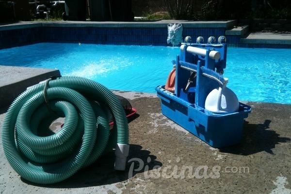 El Real Decreto 742/2013 y la formación sobre mantenimiento y limpieza de las piscinas