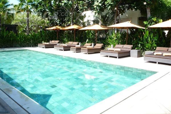 Revestimiento de la zona de playa cu l elegir for Instalar piscina precios
