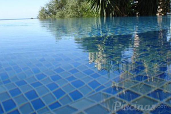 Revestimientos para conseguir piscinas nicas for Revestimientos de piscinas