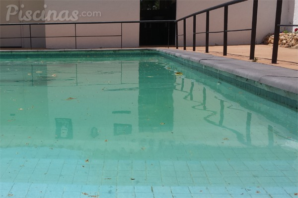 Pesadilla en la piscina tratamientos de choque for Tratamientos de piscinas