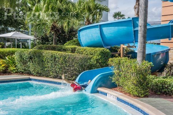 Convierte tu piscina en algo m s con el tobog n for Piscinas con toboganes