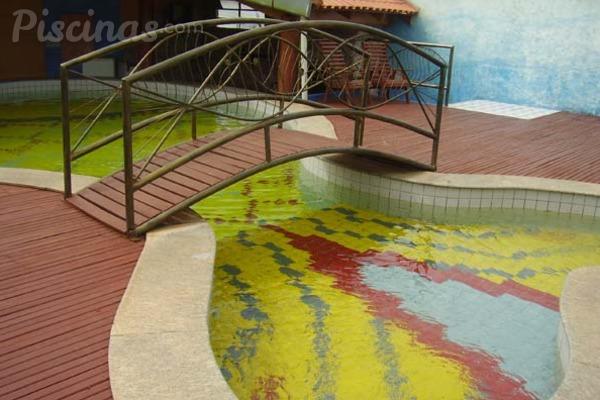 El secreto para mantener el mosaico de tu piscina como el primer día