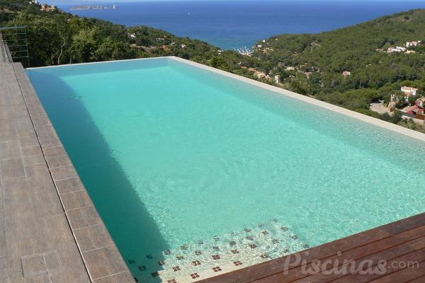 C mo mantener el liner de la piscina siempre perfecto for En la piscina
