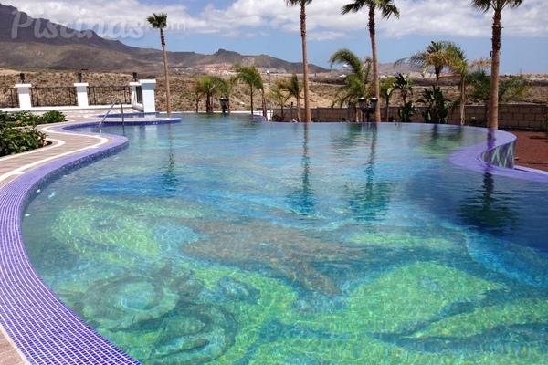 La importancia de los colores en las piscinas for Piscinas de plastico para ninos