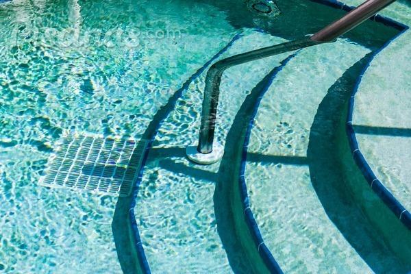 Este es el material imprescindible para la limpieza de tu piscina