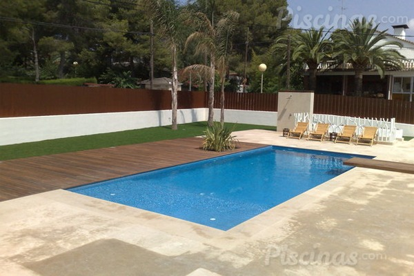 7 claves de dise o para piscinas peque as for Disenos de patios de casas pequenas