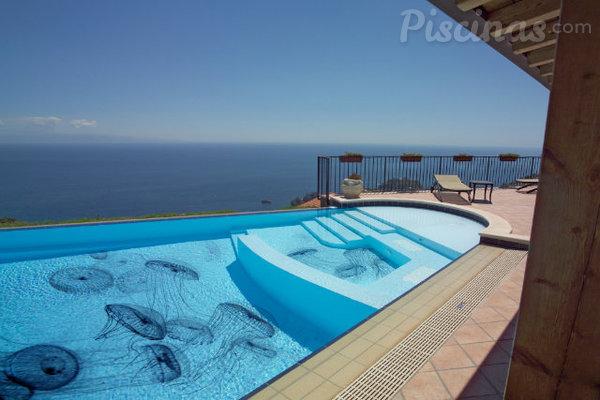 Cuando el arte se zambulle en la piscina for Cuando abren las piscinas