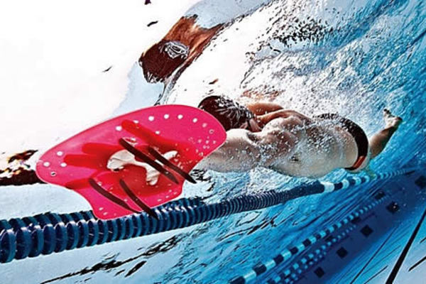 Cinco accesorios económicos para entrenar en la piscina