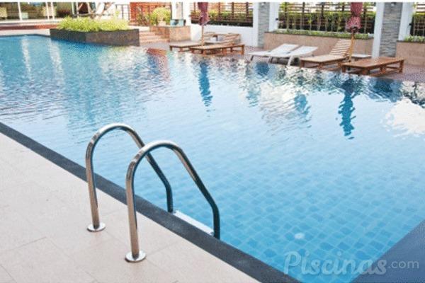 Profundidad ideal de la piscina y tipos de fondos for Medidas de una piscina para una casa
