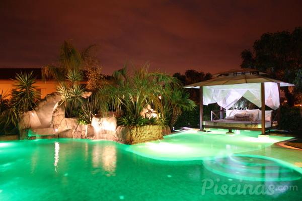 Luz led magn tica para piscinas sobre suelo for Piscinas sobre suelo