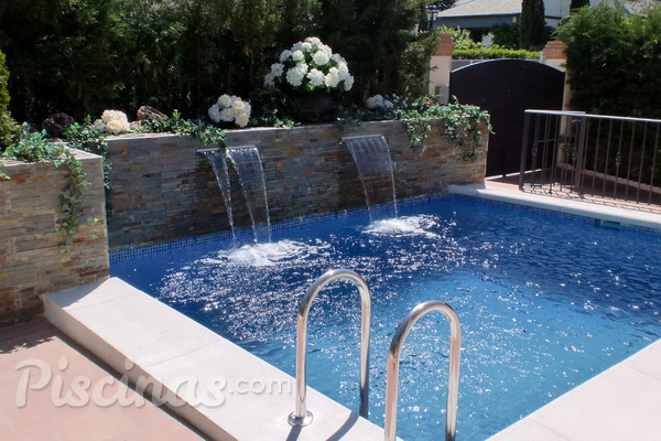 El agua mineral mejora la higiene de la piscina for Follando el la piscina