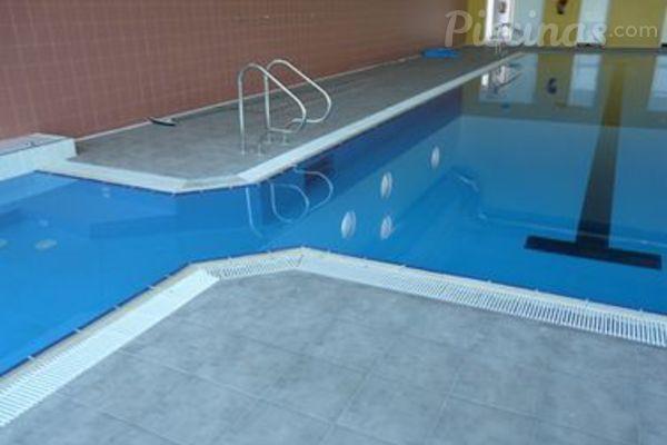 evitar hongos en las piscinas
