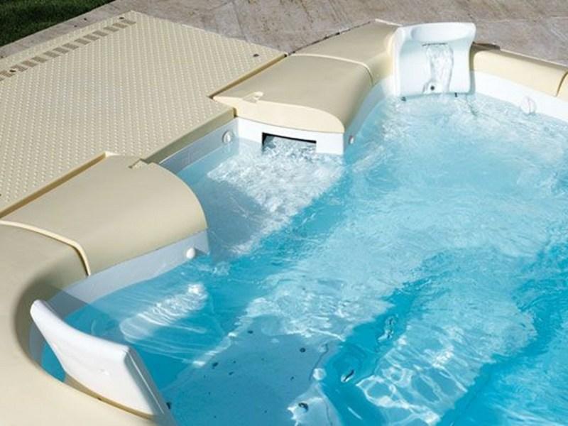 Dise o y funcionalidad en el filtro de tu piscina for Chorros para piscinas