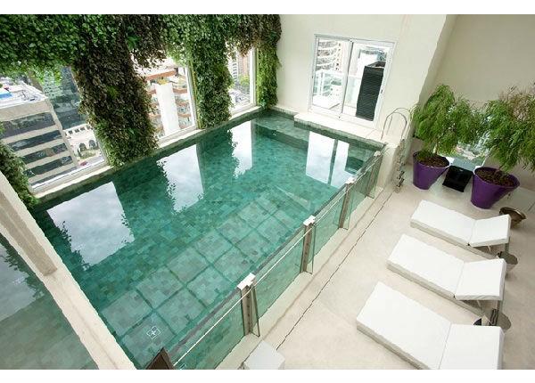 Las 10 piscinas cubiertas m s chic - Piscinas interiores pequenas ...