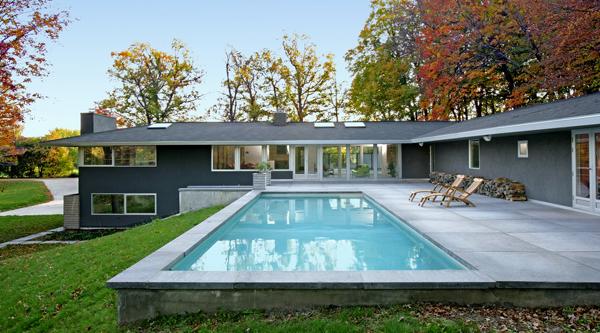 La importancia de los colores en las piscinas for Diseno de albercas minimalistas