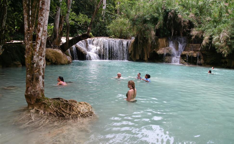 Las piscinas naturales m s espectaculares del mundo for Aguas termales naturales madrid