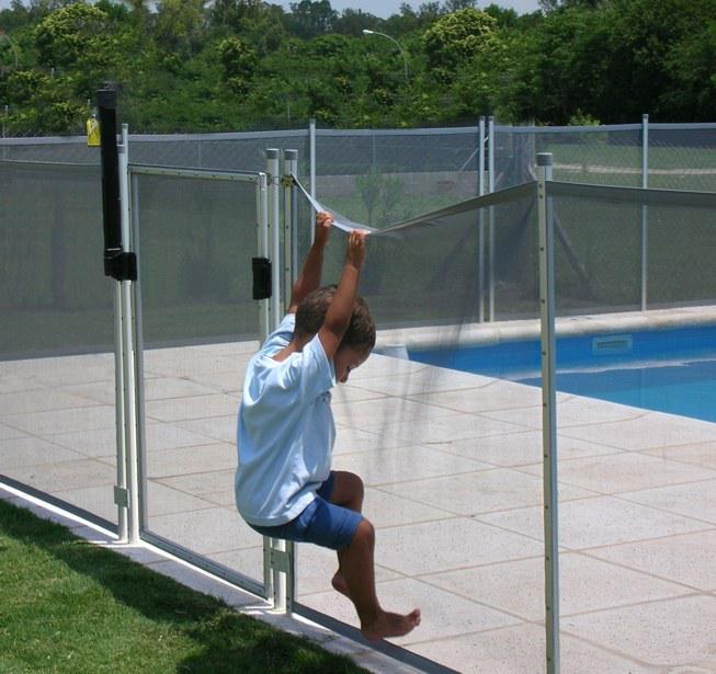 Vallas de piscinas la prevenci n es la medida m s - Piscinas desmontables rigidas ...