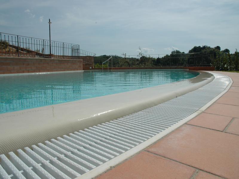 Descubre todos los tipos de piscinas con bordes infinitos for Ver tipos de piscinas