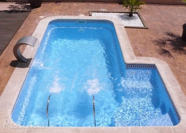 Im genes de dise o y transformacion de poli ster piscinas for Piscinas poliester barcelona