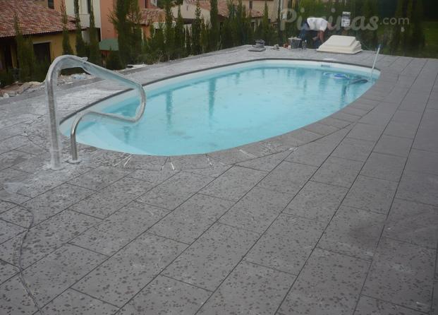 Im genes de dise o y transformacion de poli ster piscinas for Piscinas dtp