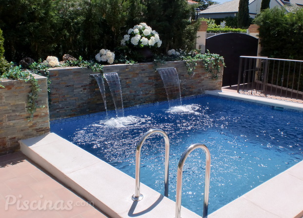Im genes de piscinas duque for Piscinas con cascadas