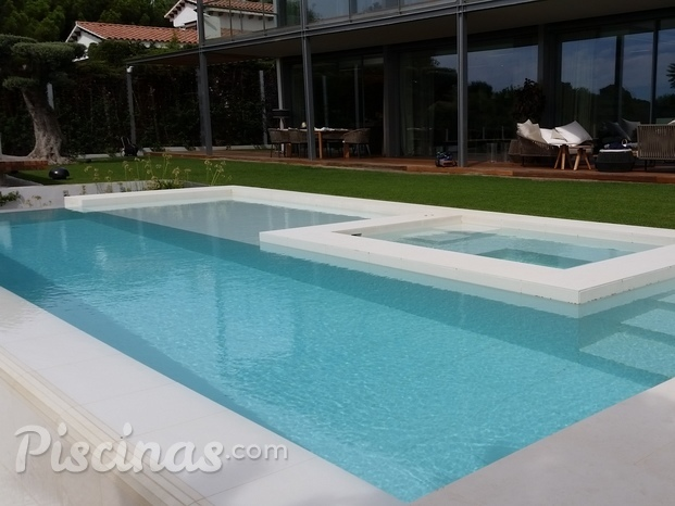 PISCINA  CON SPA INCORPORADO