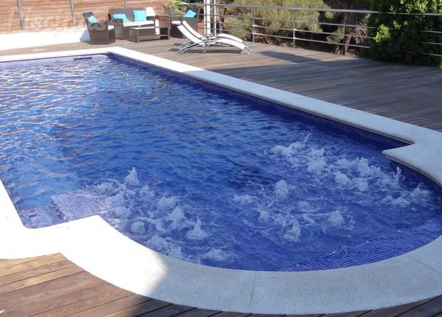 Im genes de piscinas a martinez for Modelos de piscinas con jacuzzi