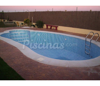 Faroluz piscinas for Precio piscina hormigon 8x4